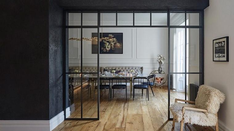 salle de plâtre-noir-murs