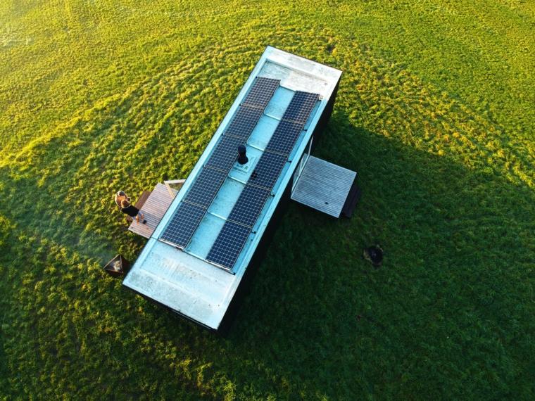 chalet avec panneaux solaires