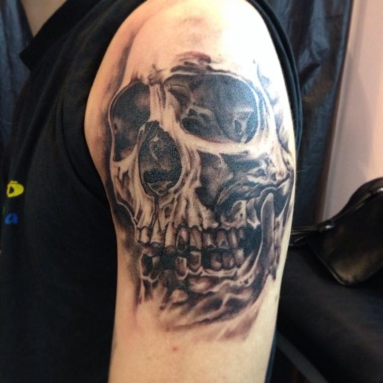 tatouage-homme-épaule-crâne-idées