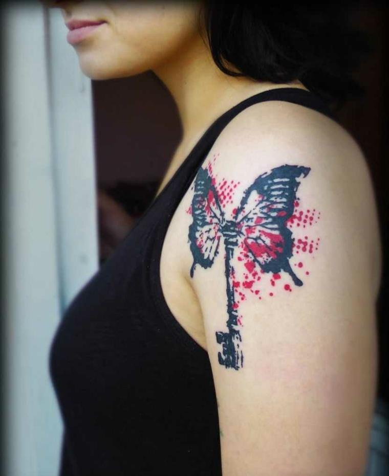 tatouage-homme-épaule-clé-papillon