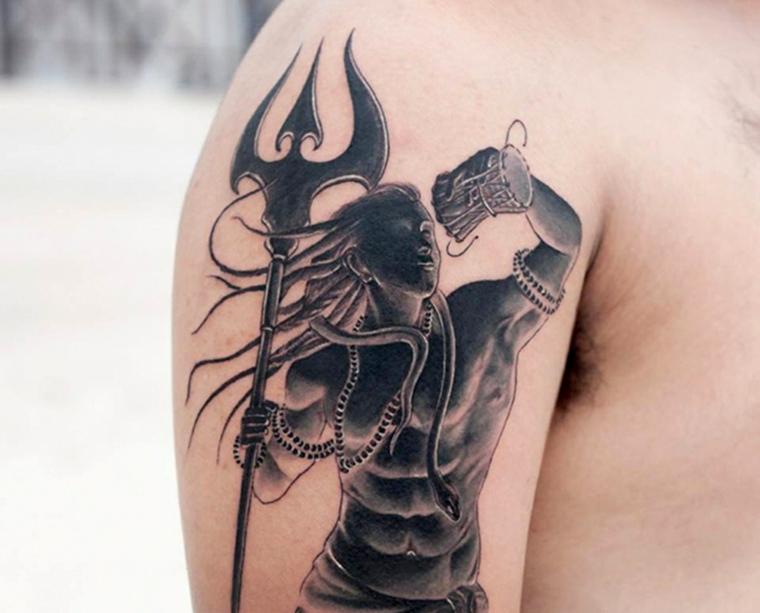 tatouage-homme-épaule-shiva