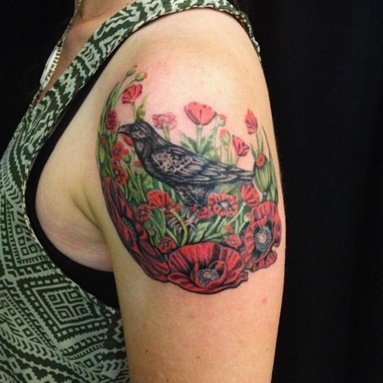 tatouage-épaule-oiseau-fleurs