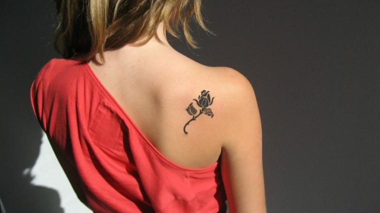 tatouages pour les épaules-idées-rose-petit