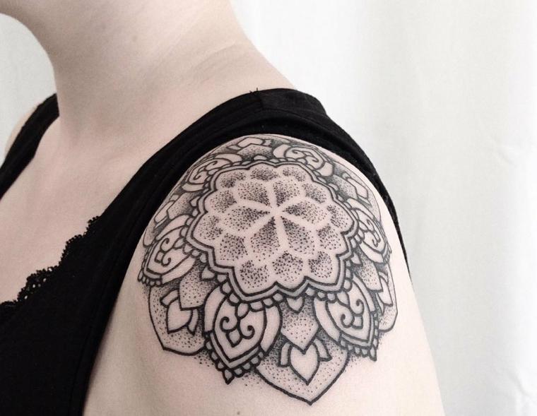 tatouages-pour-lépaule-mandala-points