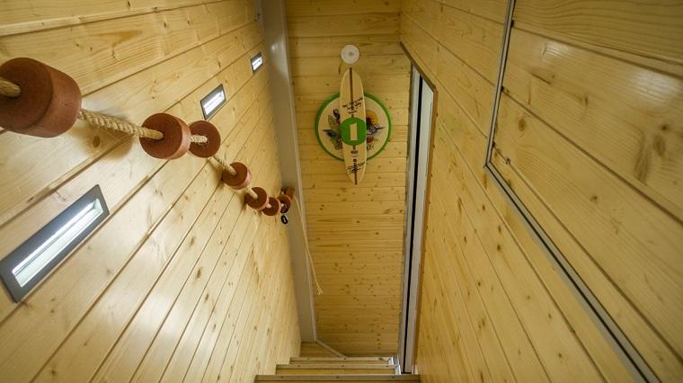 hotel-surfeur-design-interieur-escalier