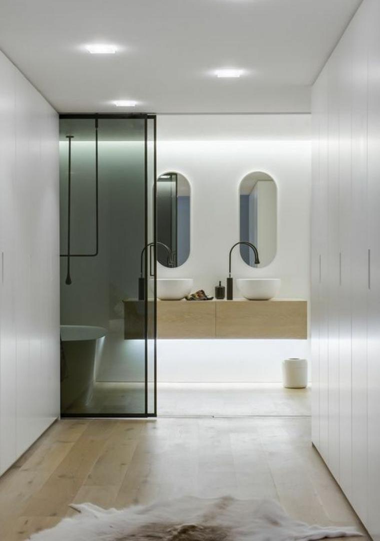 toilettes séparées avec verre fumé
