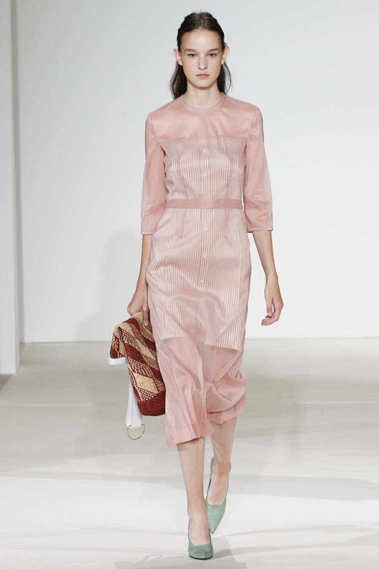 robe-claire-couleur-rose-design-moderne