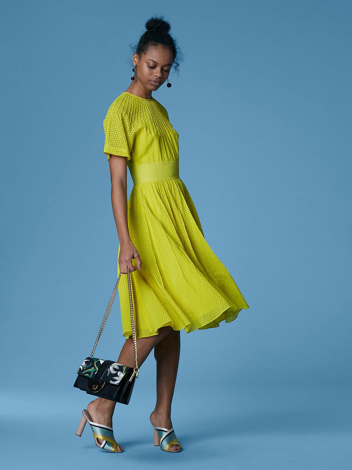 robe-couleur-verte-frappante