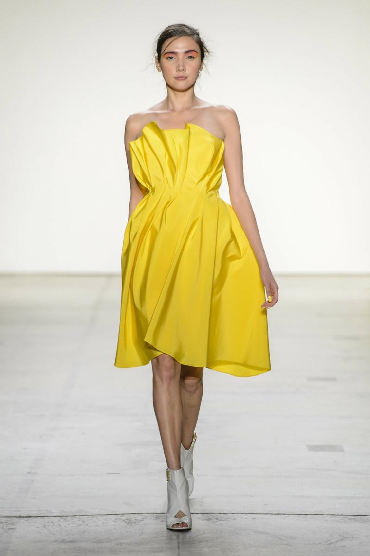 Leanne-Marshall-robe-jaune-moderne